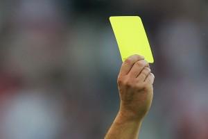 Żółta kartka (fot.www.standard.co.uk)