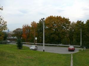 Mały parking na końcu ul. Franciszka Maryewskiego